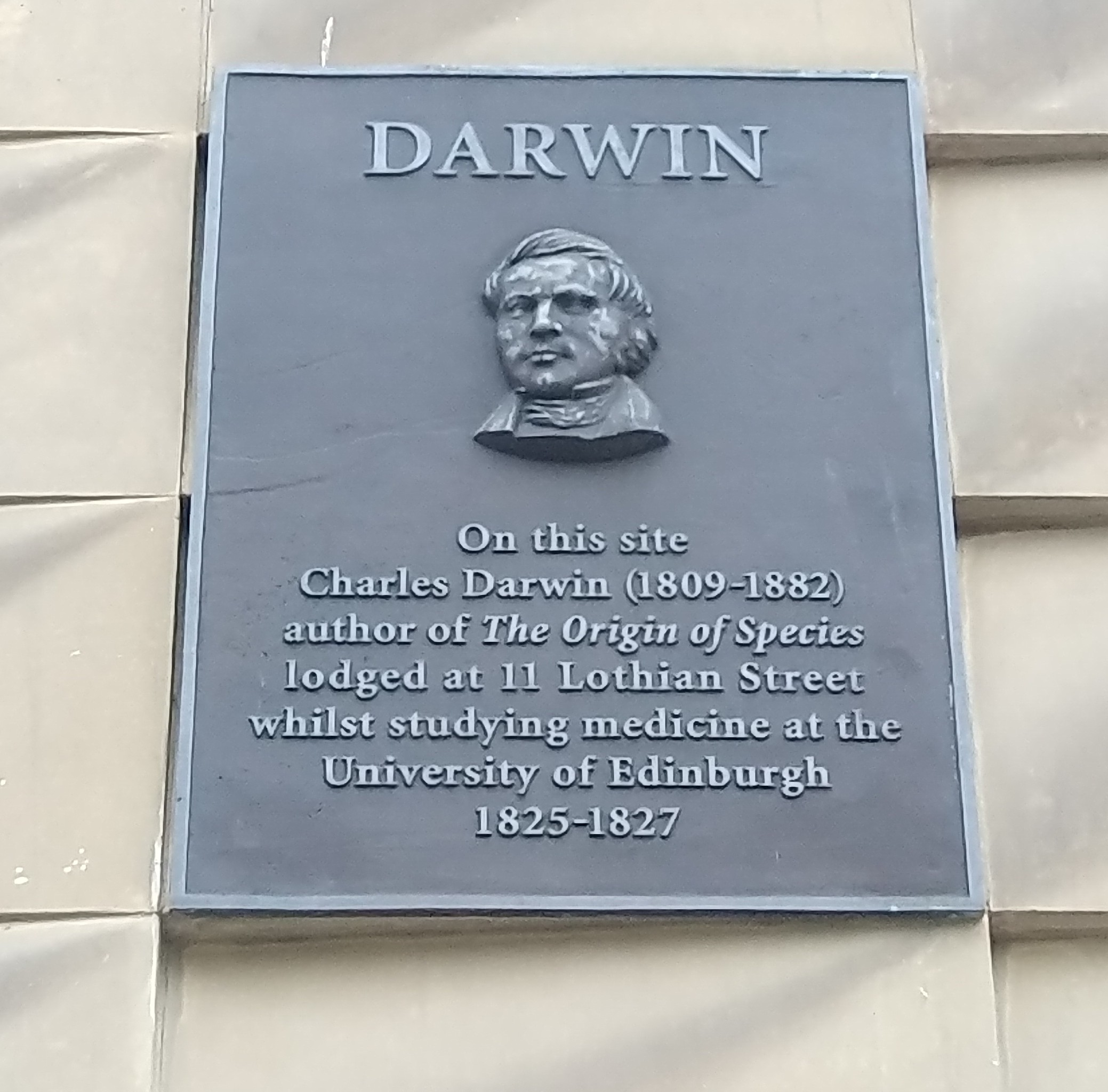 "Photograph of the Charles Darwin plaque on Lothian Street, Edinburgh, which says ""On this site Charles Darwin (1809-1882) author of The Origin of Spieces lodged at 11 Lothian Street whilst studying medicine at the University of Edinburgh 1825-1827"