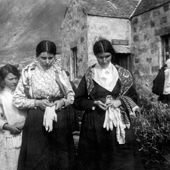 Photograph of women outside St Kilda Post Office, 1913 (Crown Copyright, National Records of Scotland, GD1/713/1/10)