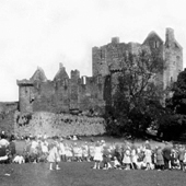 Photograph of races during Sunday school picnic at Craigmillar Castle, Edinburgh, 18 June 1920 (Crown Copyright, National Records of Scotland,CH3/723/34/269/4).