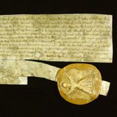 Image of the warrant of Edward I with Seal of the Guardians of Scotland attached, Order by Edward I for payment of 2s. a day to Master Alan de Dunfres, Chancellor of Scotland, and his clerk, 4 July 1292 (Crown Copyright, National Records of Scotland, RH5/55)