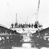 Photograph of workmen rivetting the top member of the Queensferry cantilever, 5 June 1888 (Crown Copyright, National Records of Scotland, BR/FOR/4/34/183)