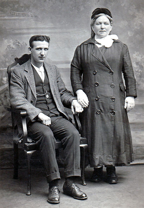 Photograph of Elizabeth Campbell Muldoon and her son Willy, private collection.