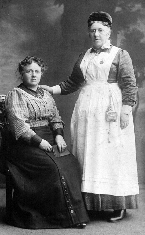 Photograph of Isabella Charles and her sister, private collection.