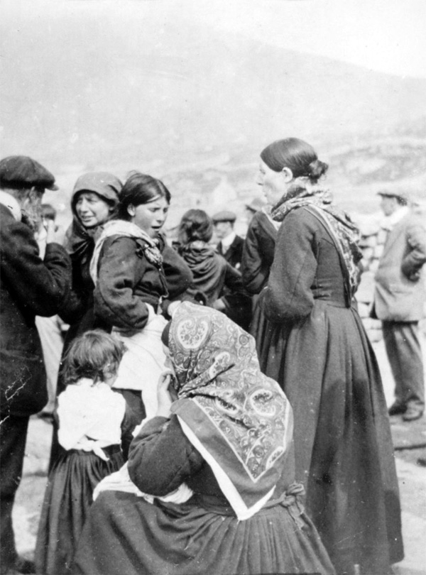St Kildan women and visitors, c1913 (National Records of Scotland, GD1/713/1)