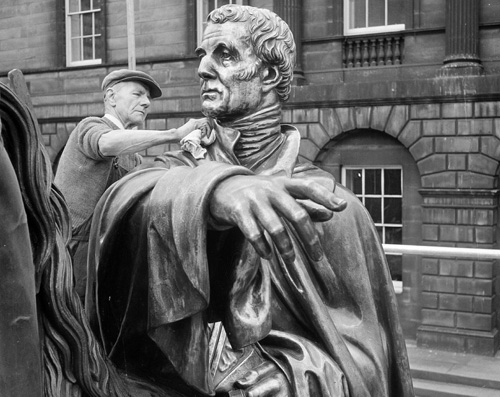Image of William Young polishing the Wellington Statue, © The Scotsman Publications, Licensor www.scran.ac.uk